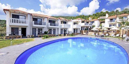 Poolområdet på Hotell 4 Epoches på Alonissos, Grekland.