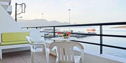 Balkongvy från hotell 9 Muses, Agios Nikolaos på Kreta, Grekland.