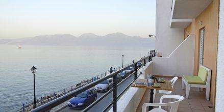 Balkongvy från hotell 9 Muses i Agios Nikolaos på Kreta, Grekland.