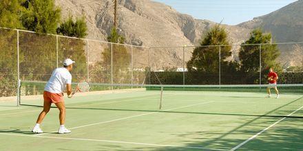 Tennis på hotell 9 Muses Resort på Santorini, Grekland.