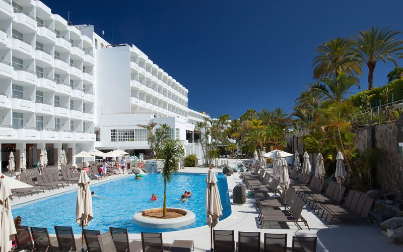 Poolområdet på hotell Abora Catarina i Playa del Inglés på Gran Canaria.