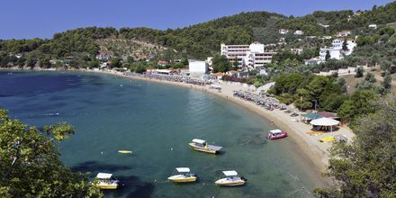 Vy över Achladies på Skiathos, Grekland.