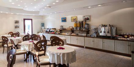 Frukostbuffé på hotell Aegean Land på Naxos i Grekland.