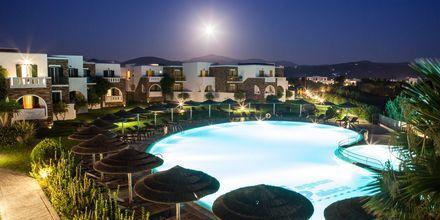Pool på hotell Aegean Land på Naxos i Grekland.