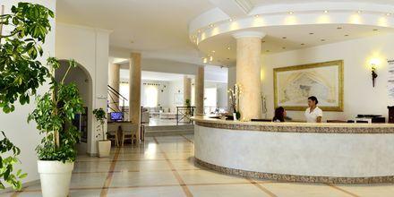 Reception på hotell Aegean Plaza på Santorini, Grekland.