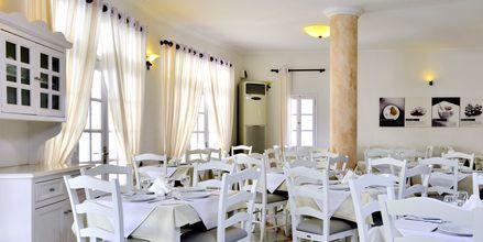 Restaurang på hotell Aegean Plaza på Santorini, Grekland.