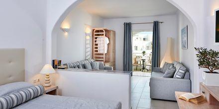 Svit på hotell Aegean Plaza på Santorini, Grekland.