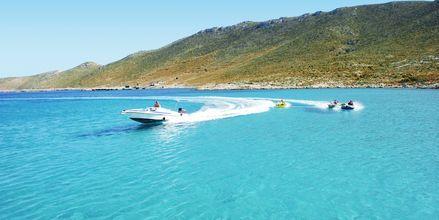 Vattensport vid den privata stranden på Aegean View Aqua Resort.