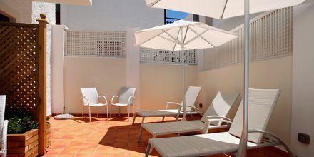Solterrassen på hotell Aeolis i Naxos stad, Grekland.