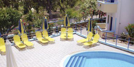 Pool på hotell Aeolos i Karpathos stad.