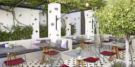 Restaurang Mesogaia på hotell Afrodite i Kamari på Santorini, Grekland.