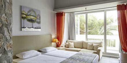 Juniorsvit på hotell Afrodite i Kamari på Santorini, Grekland.