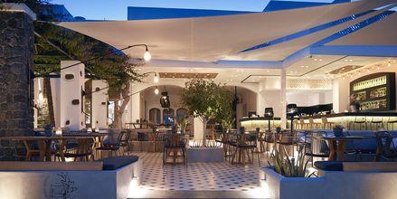 Kväll på hotell Afrodite i Kamari, på Santorini, Grekland.