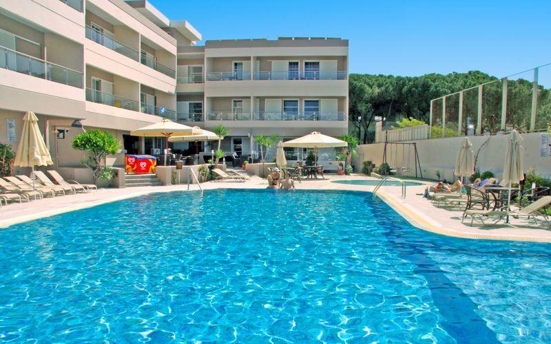 Poolen på hotell Agela i Kos stad, Grekland.