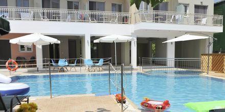 Pool på hotell Aggelos på Lefkas, Grekland.