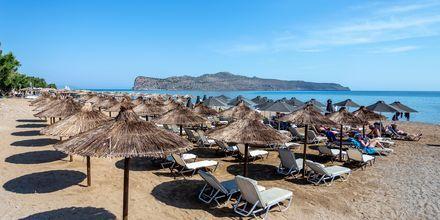 Njut av sol och bad i mysiga Agia Marina på Kreta, Grekland.