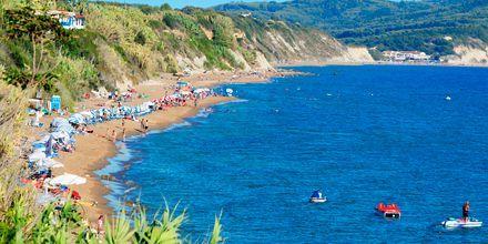 Strand i Agios Georgios på Korfu.