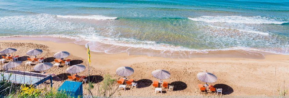 Strand i Agios Georgios på Korfu, Grekland.
