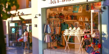 Shopping i Agios Nikolaos på Kreta, Grekland.