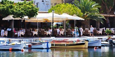 Hamnpromenaden i Agios Nikolaos.