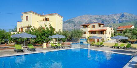 Poolområdet på hotell Agrilionas på Samos i Grekland.