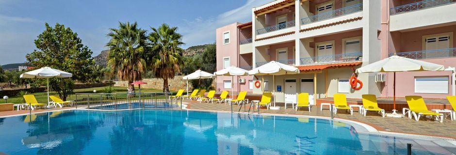 Pool på hotell Aiolos i Stoupa, Grekland.