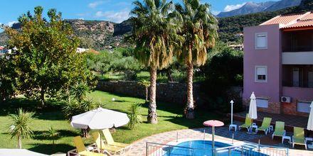 Barnpool på hotell Aiolos i Stoupa, Grekland.
