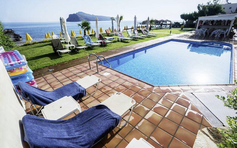 Pool på hotell Akoition i Agia Marina, Kreta.