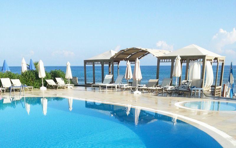 Poolen på hotell Akrogiali i Malia på Kreta, Grekland.