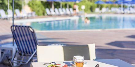 Poolområdet på hotell Akti Chara i Rethymnon på Kreta, Grekland.
