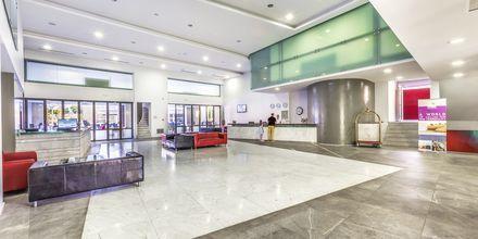 Lobbyn på hotell Akti Palace i Kardamena på Kos, Grekland.