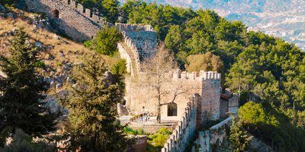 Alanyas fästning som seldjukerna byggde på 1200-talet vakar fortfarande över staden nedanför.