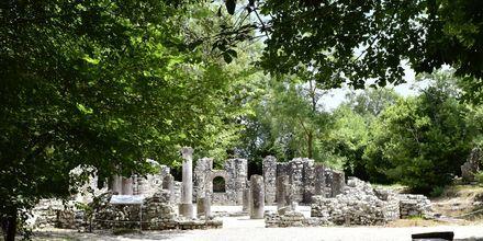 Staden Butrint, nära Ksamil, grundades på 800-talet f Kr och är i dag en arkeologisk fyndplats.