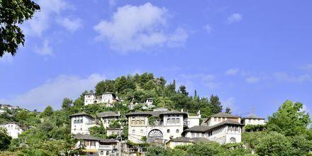 Gamla delen av staden Gjirokastra, med anor från det Osmanska riket på 1400-talet. Hit kan man åka på utflykt.