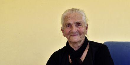 Porträtt av kvinna i staden Himara, Albanien.