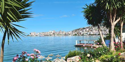 Vy över Saranda, Albanien.