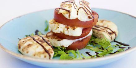 Njut av lokal mat som en god grekisk sallad.
