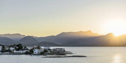 Solnedgång över bergen Tramuntana norr om Alcudia.