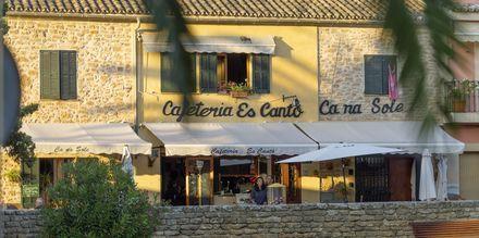 Innanför ringmuren i gamla Alcudia finns små och genuina restauranger att välja på