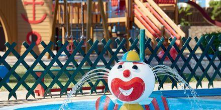 Barnpool på hotell Aldemar Olympian Village i Skafidia, Grekland.