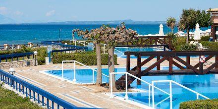 Pooler för boende i sviter och bungalows på hotell Aldemar Olympian Village i Skafidia, Grekland.