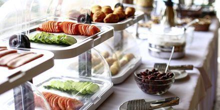 Frukostbuffé på hotell Alea i Parga, Grekland.