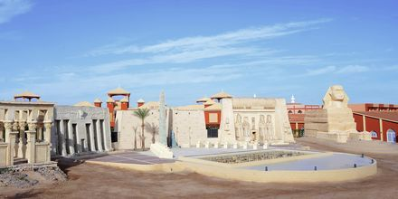 Upplev häftiga kvällsshower på Alf Leila Wa Leila Waterpark i Hurghada.