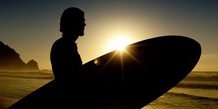 Surfing på Algarvekusten i Portugal.