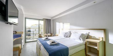 Dubbelrum på hotell Alia Beach i Hersonissos, Kreta, Grekland.