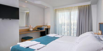 Dubbelrum med poolutsikt på hotell Alia Beach i Hersonissos, på Kreta.