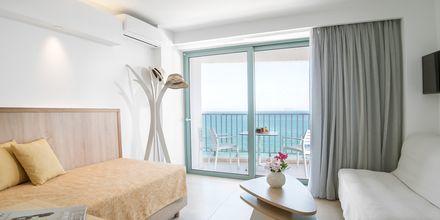 Svit med havsutsikt på hotell Alia Beach i Hersonissos, på Kreta.