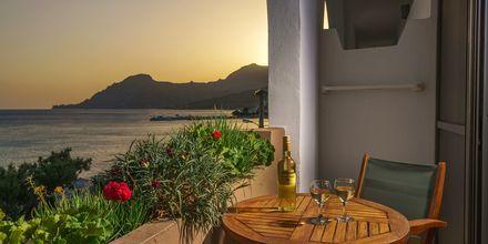 Dubbelrum med havsutsikt på hotell Alianthos Beach i Plakias på Kreta, Grekland.