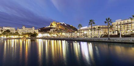 Piren i Alicante på kvällen.