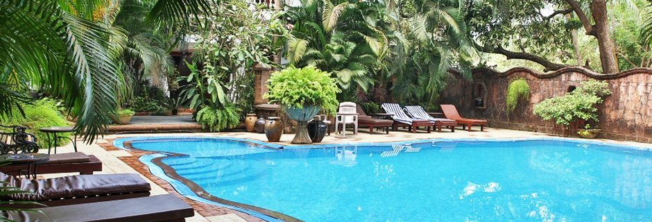 Poolområdet på hotell Alidia Beach Resort i Norra Goa, Indien.